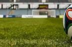 futbol topu ve saha